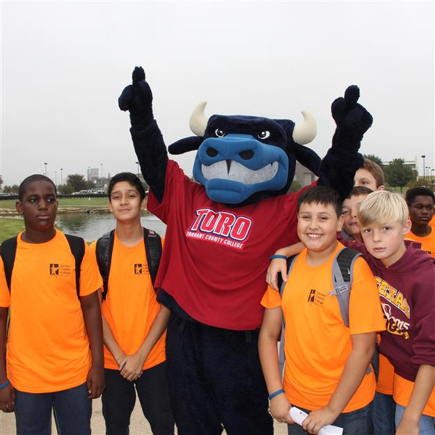Ed Willkie MS students pose with TCC mascot, Toro the Trailblazer